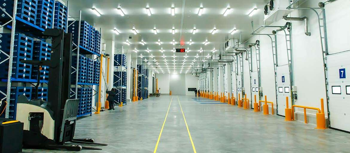 Why Wireless Sensors Are Better for Remote Temperature Monitoring in a Warehouse?- Roambee IoT Solution (Swahili Series).